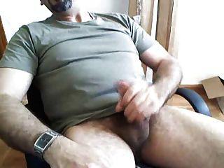 पिताजी दाढ़ी पर बड़ा भार लगाते हैं