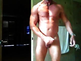 str8 लड़के स्ट्रोक और बाथरूम में सह
