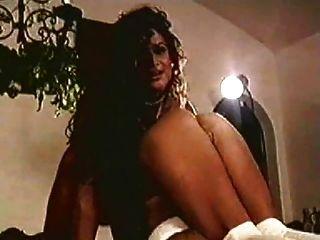 मुझे मिस्टर टॉवर के बड़े स्तन की याद आती है