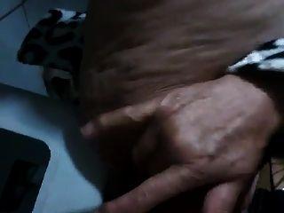 उसके बालों बिल्ली के साथ ब्राजीलियाई दादी squirting