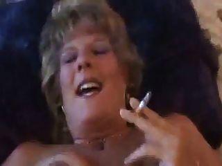 गर्म गंदे बड़े कौगर धूम्रपान और कमबख्त