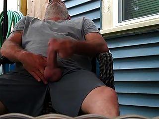 str8 पिताजी पिछवाड़े में खेलते हैं
