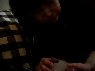 ताकको जो जापानी प्रेमी को तेल के साथ हाथ मिलाते हैं
