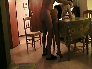टेबल pt1 पर रहने वाले कमरे में बकवास