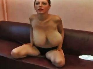 बड़े स्तन सुंदर बेब