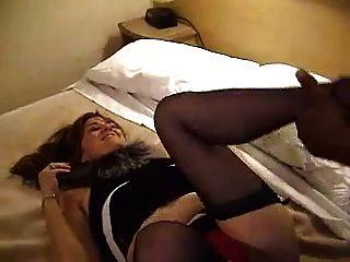 श्यामला एक होटल के कमरे में काले रंग से मिलता है