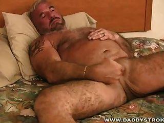 पिताजी felice झटके बंद उसके मुर्गा
