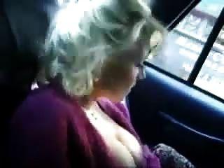 स्नैबब्रैडी द्वारा एक एनआई टैक्सी में लड़की हस्तमैथुन