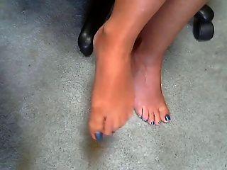गर्म महिला और उसके सेक्सी पैर 1