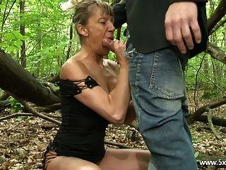 शेनाले एक परिपक्व गुदा जंगलों में गड़बड़