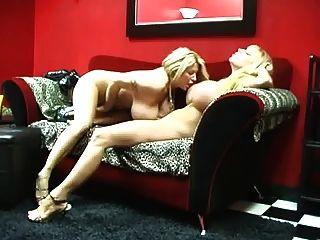 बड़े छाती समलैंगिक milfs गर्मी सिन्न और सद्भाव आनंद