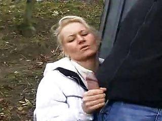 सार्वजनिक सड़क में milf सेक्स