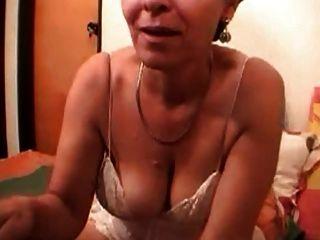 कैम पर नानी सेक्स