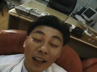 कोरियाई slutty नर्स डॉक्टर के साथ fucks