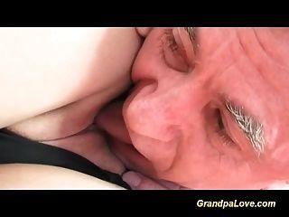 प्यारा किशोरों के साथ प्यार में दादा