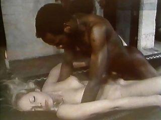 एक काले आदमी के साथ जर्मन जीन जॉनससन