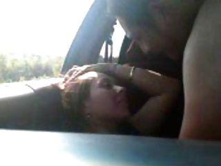 एक युवक जोड़े baise en voiture