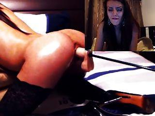सेक्सी लड़की कैम पर यांत्रिक dildo से लेता है