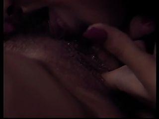 2 समलैंगिक कार्रवाई में अच्छा स्तन के साथ गर्म लड़कियों धूम्रपान