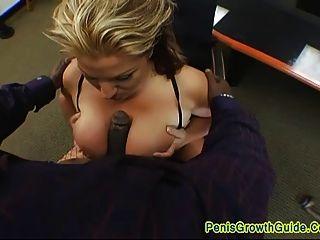 बड़े स्तन बेब नख और एक चेहरे मिल गया