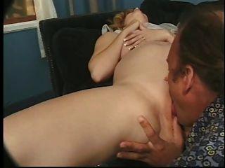 गर्भवती क्रिस्टी मुंडा गड़बड़ और चेहरेदार हो जाता है