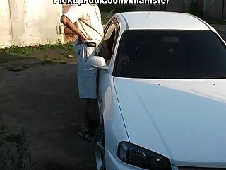 कार और बाहर में गहरी blowjob