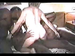 एक गैंगबैंग में पत्नी