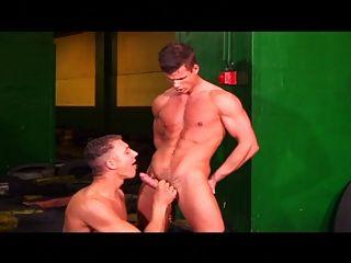 सींग का बना समलैंगिक पुरुष झटका बंद