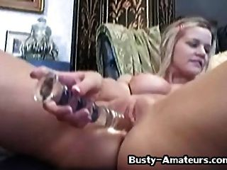 busty लड़की लिसा neils उसे बिल्ली toying 2