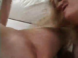 समलैंगिकों एक strapon के साथ fucked किया जा रहा है