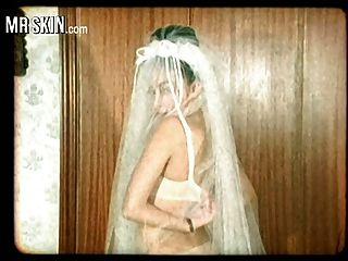 सेलिब्रिटी दुल्हन, अपने कपड़े पोंछे और अपने पति को बकवास!