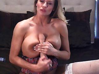 वेबकैम पर सेक्सी बड़े स्तन