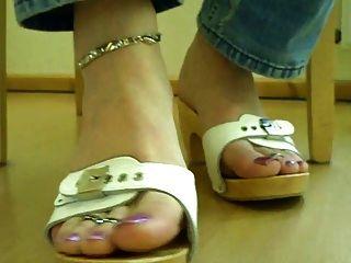 मेरे ट्रैनी गुलाम के पैर