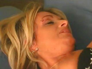 दादी कारोला
