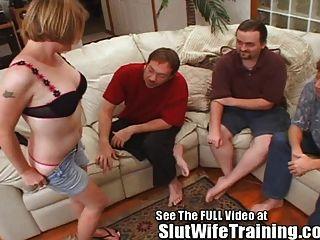 सभी 3 छेदों को साझा करने के लिए सैलली फूहड़ पत्नी को प्रशिक्षित किया गया है