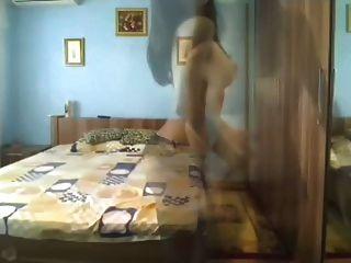 वेब कैमरा पर पूर्ण शरीर नृत्य के साथ आकर्षक