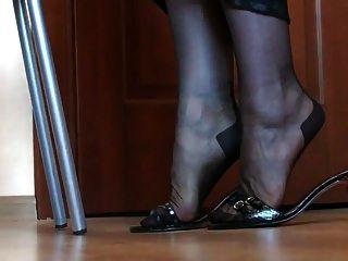 नायलॉन में पैरों और पैरों