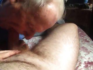 दादा गर्म blowjob देता है
