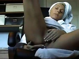 सेक्सी milf उसे सही बिल्ली rubs!