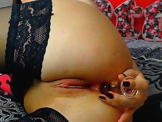 सींग का श्यामला फूहड़ संभोग करने के लिए dildo के साथ उसे गीला बिल्ली fucks