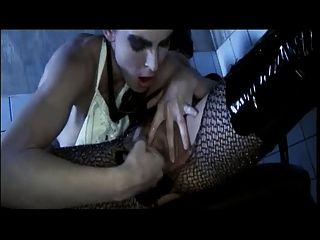 एक किंकी दृश्य में ब्रिटिश समलैंगिक tammy