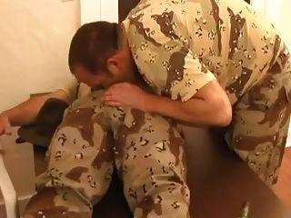 सार्जेंट पिता और उसके सैनिक