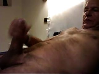 सेक्सी इतालवी डैडी cums
