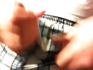सह शॉट के साथ कैमरे पर छोटे मुर्गा के साथ खेल रहा है