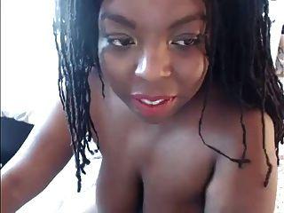 बड़े स्तन के साथ सेक्सी आबनूस वेबकैम नारियल का तेल पसंद करती है