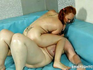बीबीडब्ल्यू गोरा डायना के साथ गोल - मटोल एमी कुश्ती