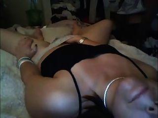 शौकिया milf घर का बना वीडियो में masturbates