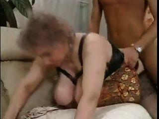 बड़ी चूची यूरो दादी fucked