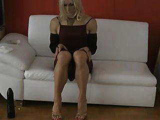 मुझे बहुत बड़ा dildo पसंद है