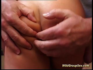 दो लड़कियां कई लंड और अंत में सह स्नान ले